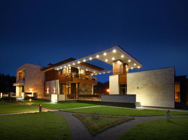Подмосковный загородный дом. Ночной вид ©Четвертое Измерение