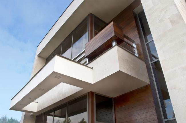 Подмосковный загородный дом. Многочисленные консоли, навесы и балконы ©Четвертое Измерение