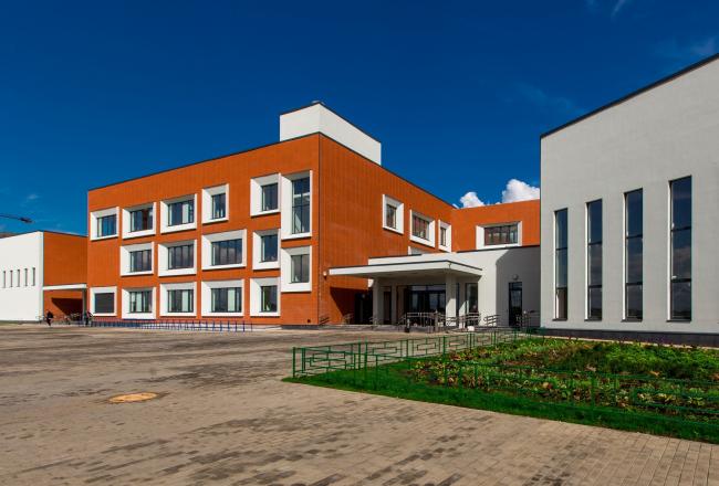 Школа. Первая очередь жилой застройки «Микрогорода «В лесу», 2014 г. © Rose Group, фотограф Антон Уханов