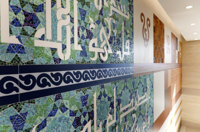 Монументальное панно «История татарской письменности». Фотография предоставлена компанией ARCH-SKIN