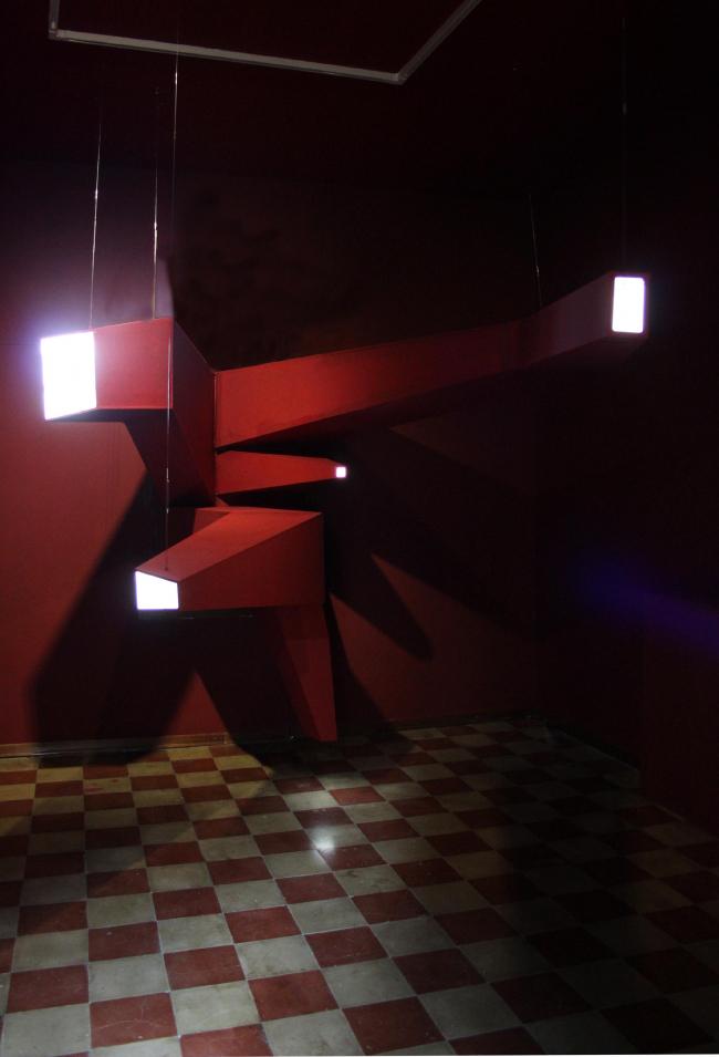 Инсталляция «Стекло разбито» в Палаццо Бембо. Фото предоставлено Петером Эбнером