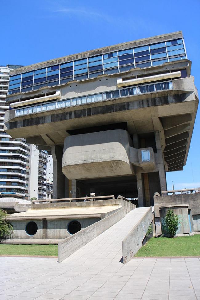 Клориндо Теста и др. Национальная библиотека в Буэнос-Айресе. Проект - 1962. Фото: Gobierno de la Ciudad Autónoma de Buenos Aires via Wikimedia Commons
