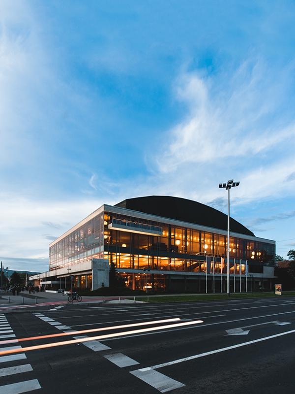 Концертный зал имени Ватрослава Лисинского в Загребе. 1973. Архитекторы М. Хаберле и др. Фото: Marko Mihaljević