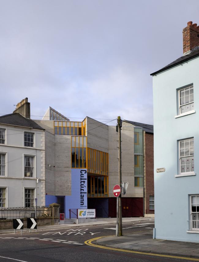 Центр ирландского языка, искусств и культуры An Gaeláras в Дерри в Северной Ирландии © Dennis Gilbert