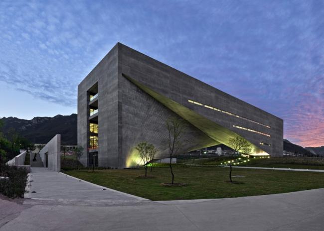 Центр искусств Роберто Гарса Сада в Мехико, Tadao Ando Architect & Associates © Roberto Ortiz