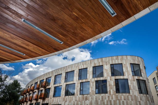 Отель Hilton Doubletree на Ленинградском шоссе. Реализация, 2014.  Фотография © Мастерская ADM / Анатолий Шостак