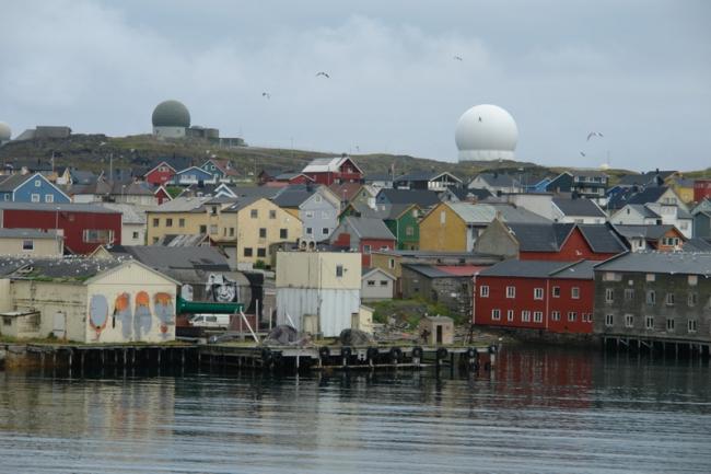 Вардё. На заднем плане - радар НАТО. Фото: Нина Фролова
