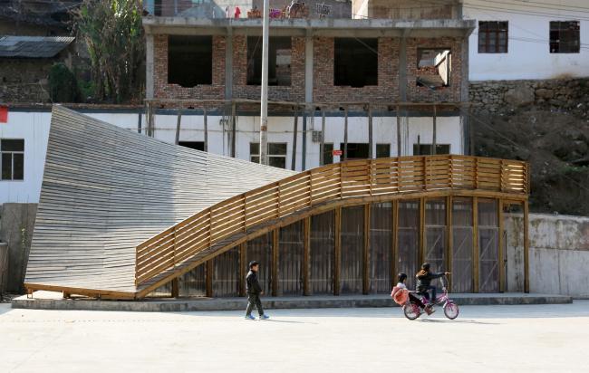 «Небольшие проекты» / Библиотека The Pinch в провинции Юньнань (Китай), архитекторы Оливье Оттевере (Olivier Ottevaere) и Джон Линь (John Lin), Гонконгский университет. Изображение предоставлено WAF