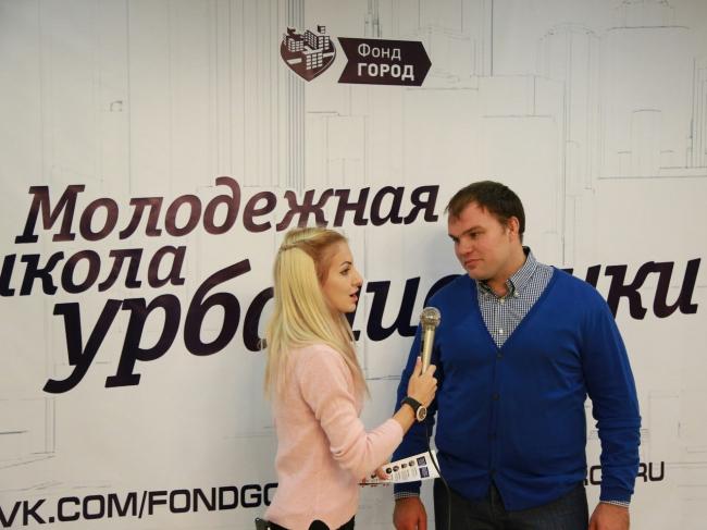 Справа Антон Демидов, руководитель фонда «Город». Фотография предоставлена пресс-службой Фонда «ГОРОД»