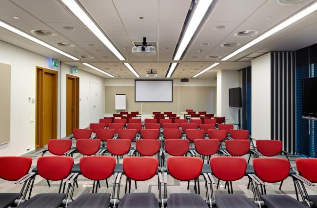 Московский технологический центр Microsoft. Учебные классы © UNK project