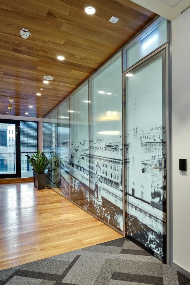 Московский технологический центр Microsoft. Для оформления некоторых кабинетов использованы черно-белые фотопринты © UNK project