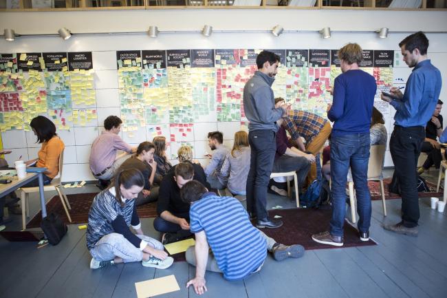 Студенты выбирают тренды. Фото: Буданцева Наталия / Strelka Institute