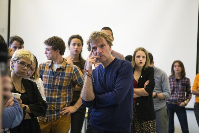 Вини Маас среди студентов «Стрелки». Фото: Буданцева Наталия / Strelka Institute