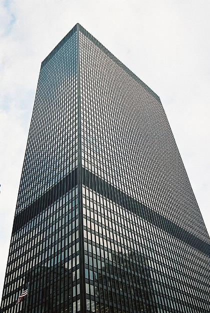 Людвиг Мис ван дер Роэ. Здание IBM (1972). Чикаго, США
