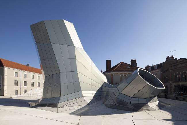 Здание FRAC региона Центр © Jakob+ MacFarlane. Фото: Nicolas Borel