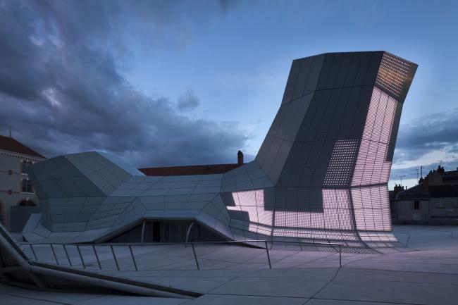 Здание FRAC региона Центр © Jakob+MacFarlane. Фото: Nicolas Borel
