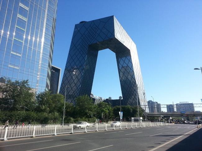 Здание Центрального Китайского ТВ в Пекине бюро ОМА. Фотограф: Verdgris via Wikimedia Commons. Лицензия Creative Commons Attribution-Share Alike 3.0 Unported