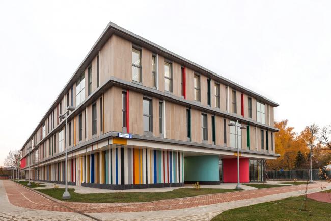 Школа в Мамонтовке. Фотография © ADM