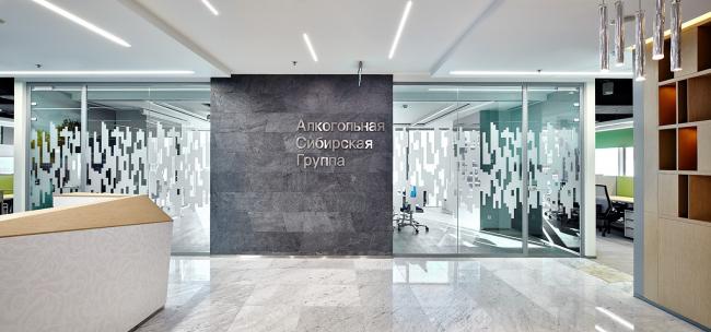 Офис Алкогольной сибирской группы. Вид на переговорную «Пять озер» © UNK project