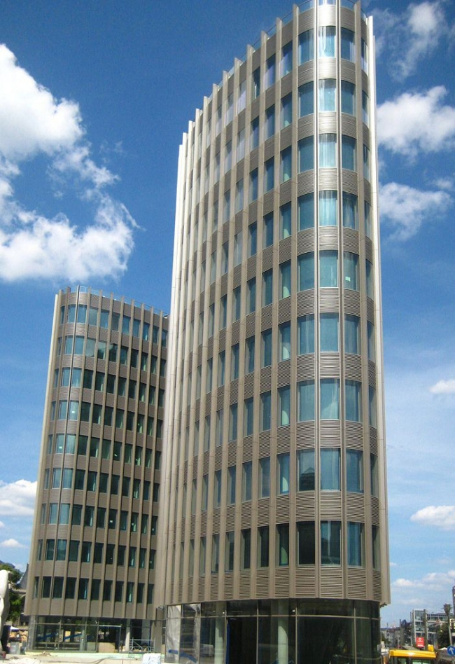 Штаб-квартира немецкого филиала Ernst & Young. Фото: Beek100 via Wikimedia Commons. Лицензия CC