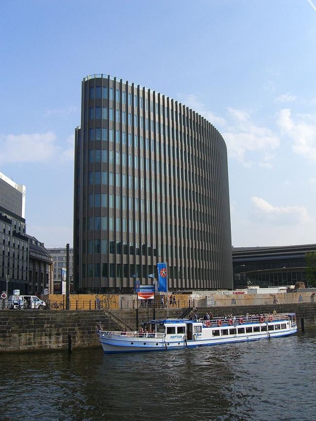 Штаб-квартира немецкого филиала Ernst & Young. Фото: Times via Wikimedia Commons. Лицензия CC
