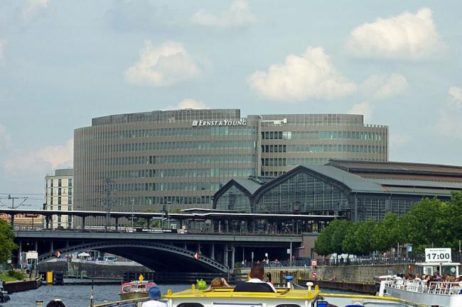 Штаб-квартира немецкого филиала Ernst & Young. Фото: Lotse via Wikimedia Commons. Лицензия CC