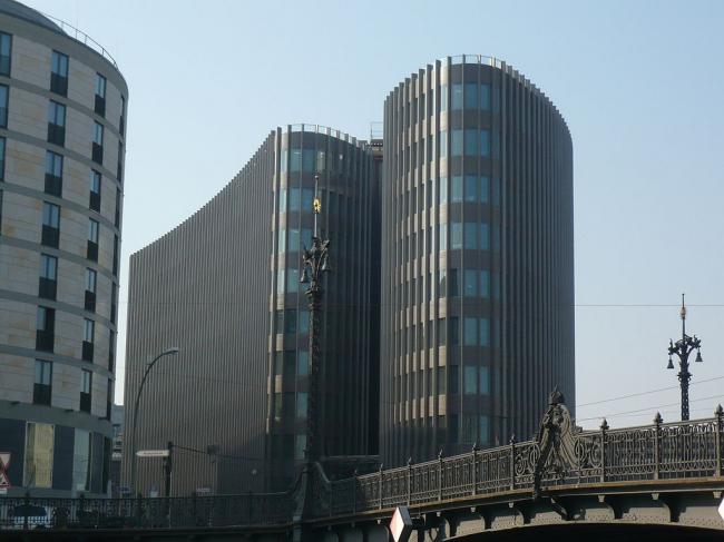 Штаб-квартира немецкого филиала Ernst & Young. Фото: Angela Monika Arnold, Berlin via Wikimedia Commons. Лицензия CC