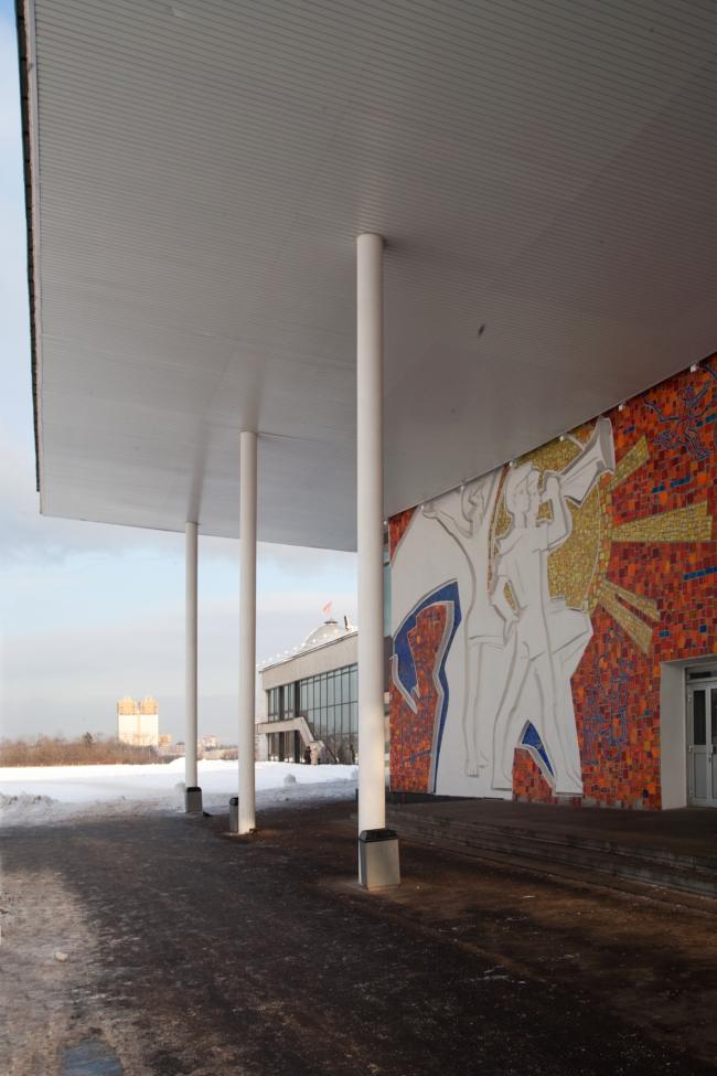 Мозаика на фасаде Центрального дома пионеров, Москва (1959-1963). Фотография © Алексей Народицкий