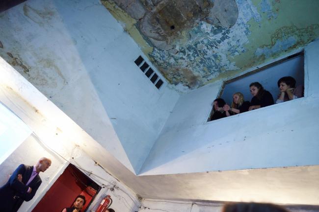 Воркшоп в Доме Наркомфина. Участники и Александр Сенаторов. Фотография © Николай Васильев
