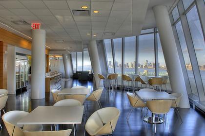 Штаб-квартира компании InterActiveCorp в Нью-Йорке. Кафе. © Thomas Mayer