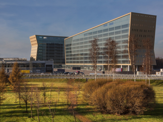 Administrative and business center at the Rublev Shosse. Photo © Aleksey Kholopov