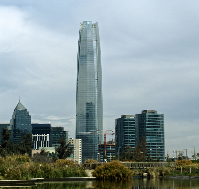 Небоскреб Gran Torre Santiago. Фото: Cristofer Daniel Ortega Urrutia via Wikimedia Commons. Лицензия CC BY 2.0