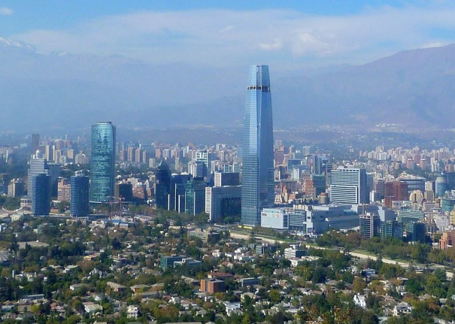Небоскреб Gran Torre Santiago. Фотограф Gonzalo Baeza H. Лицензия Creative Commons Attribution-Share Alike 3.0 Unported