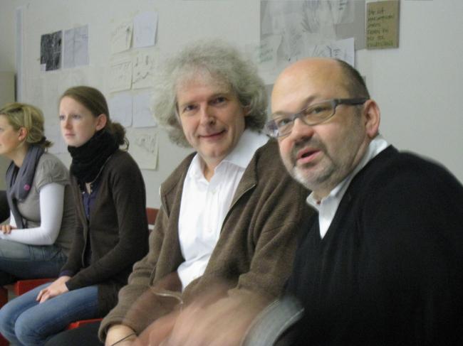 С голландским архитектором Раулем Бунсхоттеном в архитектурной школе Дюссельдорфа. Фотография предоставлена Оскаром Мамлеевым