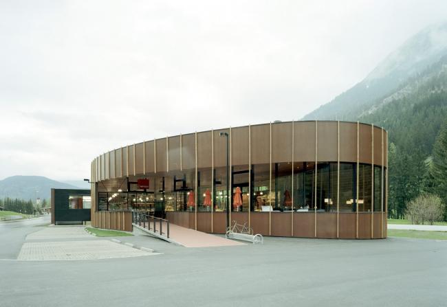 Супермаркет MPREIS в Ахенкирхе. Архитекторы Giner+Wucherer © Lukas Schaller