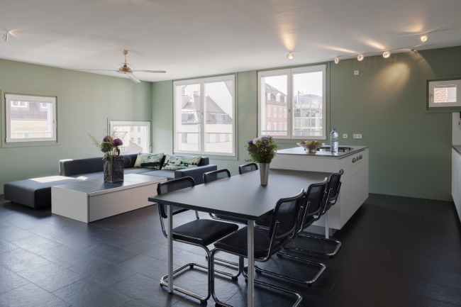 Жилой дом на Мюллерштрассе © Florian Holzherr