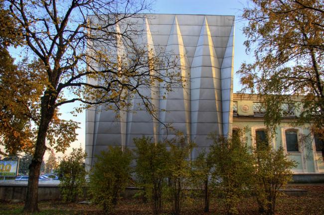 Павильон «Радиоэлектроника», боковой фасад. Фотография © Дмитрий Михейкин, 2007