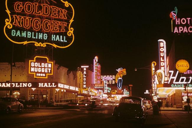 Улица Фремонт-стрит в Лас-Вегасе. Фото 1952 года. Фотограф Edward N. Edstrom