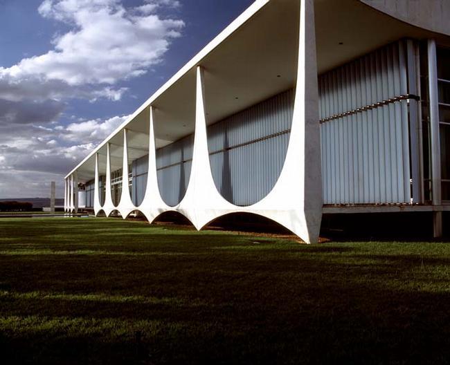 Оскар Нимейер. Дворец Алворада, резиденция президента Бразилии в городе Бразилиа