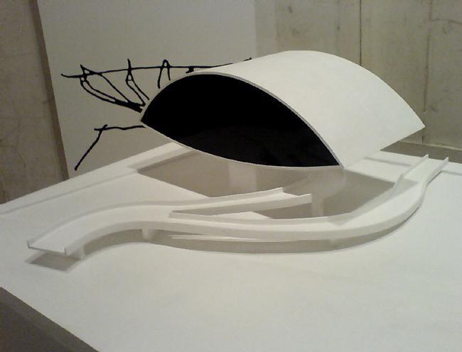 Важнейшие проекты Оскара Нимейера представлены на выставке всесторонне - в виде фотографий, набросков, текстов и лаконичных макетов. Не хватает разве что видеороликов