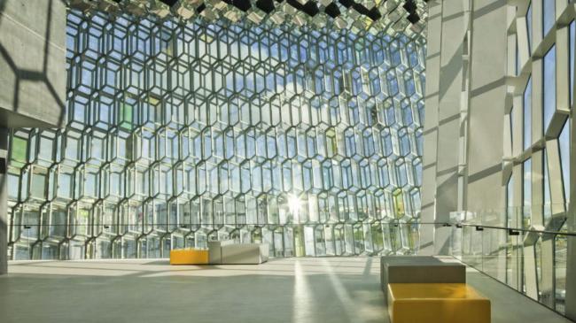 Конгресс-центр и концертный зал Harpa в Рейкьявике. Предоставлено Henning Larsen Architects