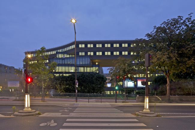 Офисное здание Pushed Slab © Philippe Ruault