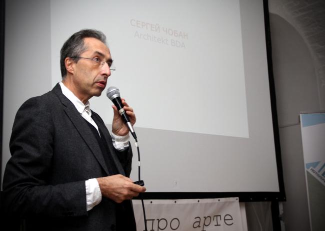 Сергей Чобан делает доклад на АРХ-МИТИНГЕ. Фотография предоставлена FUTURA Architects