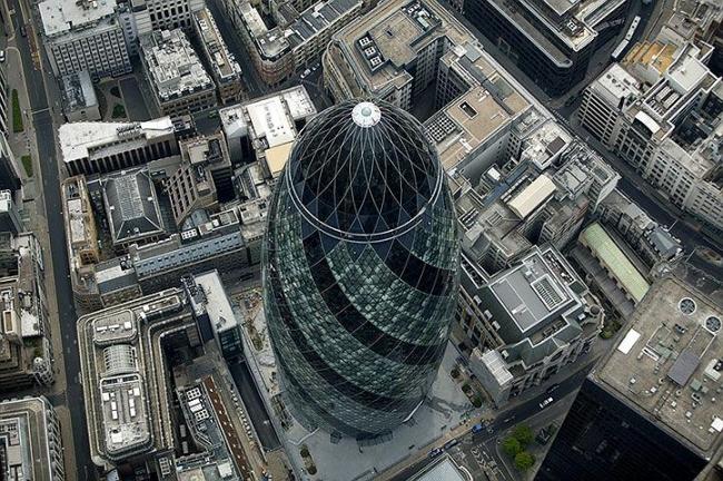 Башня 30 St Mary Axe. Фото: Dan Chung for The Guardian