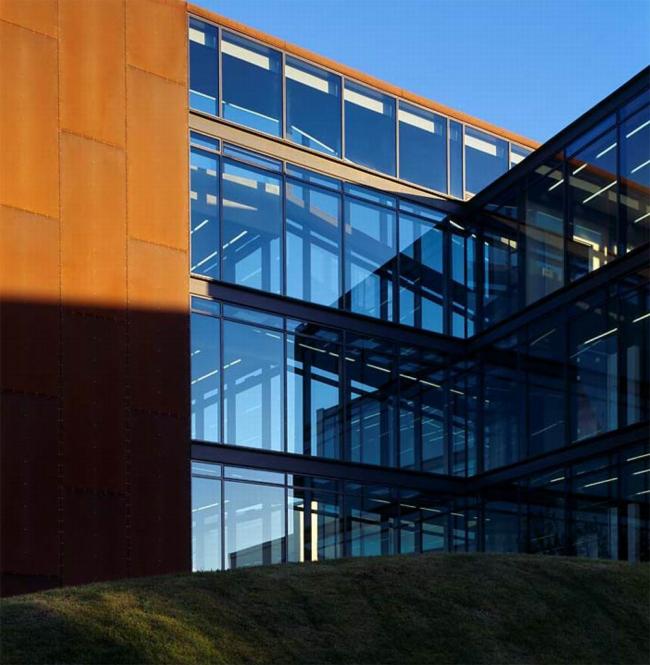 Офисное здание с гаражом в Рейкьявике. Предоставлено Velux