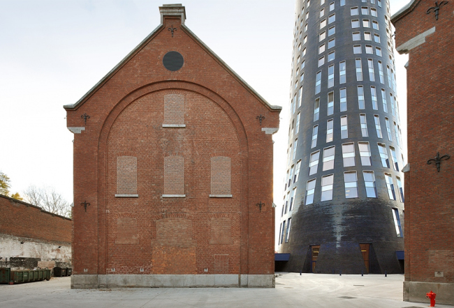 Центр танца Charleroi Danses и отделение полиции. Ateliers Jean Nouvel & MDW Architecture. Фото © Filip Dujardin