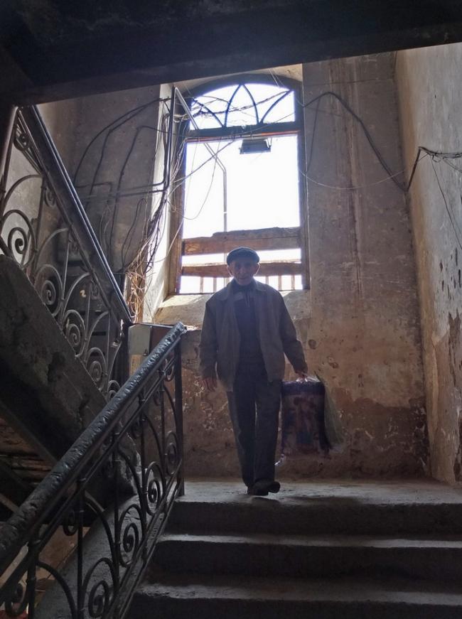 Человек на лестнице. Старый дом на ул.Тиграна Метца © Андрей Иванов