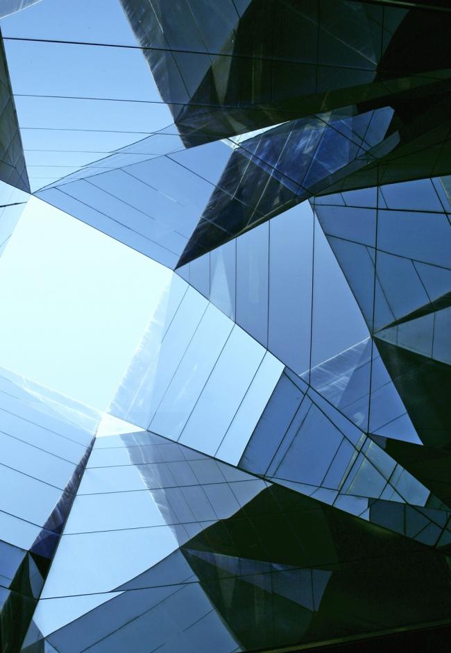 Здание Форума в Барселоне (2004). Фото: Марат Невлютов