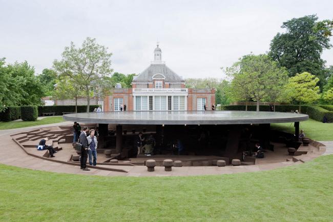 Летний павильон галереи «Серпентайн» в Лондоне. 2012. Фото: Forgemind ArchiMedia. Лицензия Creative Commons
