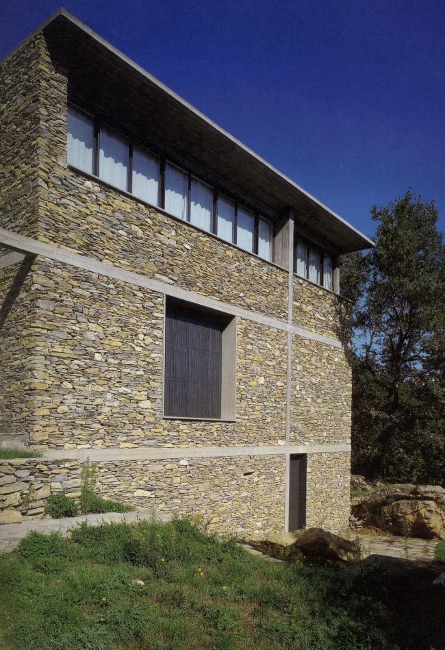 Каменный дом. Фото с сайта stonehouse22.blogspot.com
